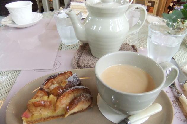 単品の紅茶(グランドメニューの紅茶)は、ティーポットで提供する。