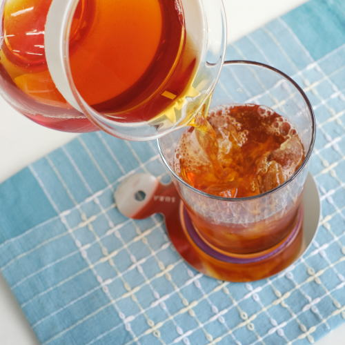 氷をいれたグラスに注ぐ