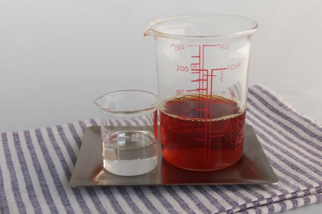 紅茶と白みつを正確に計量する