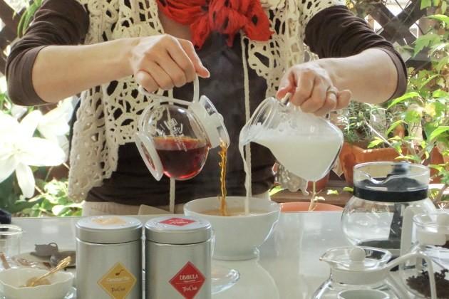 ミルクが先か紅茶が先か