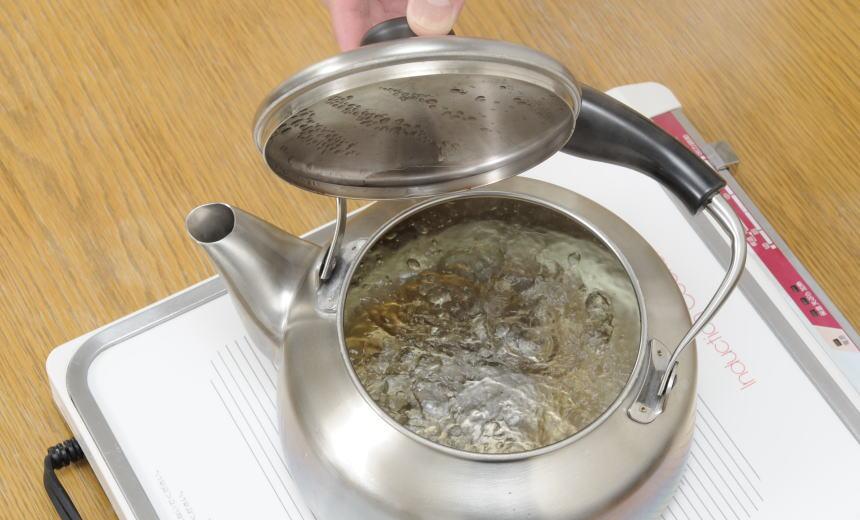 紅茶をいれる時、お湯はどのくらいの分量を沸かせばいいのか?