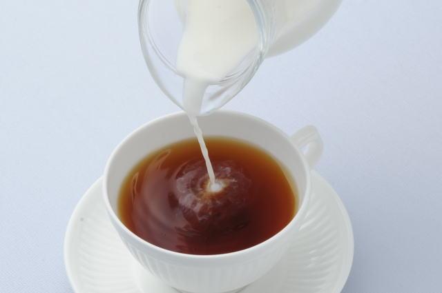 ミルクを加える
