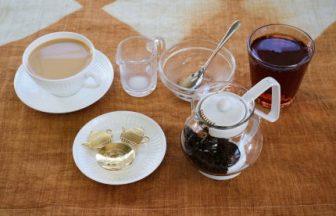 1杯目はホットミルクティー、2杯目は常温ティー。夏の紅茶の新しい楽しみ方